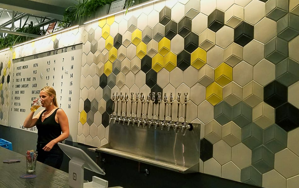Dimensional wall tile Hexaline